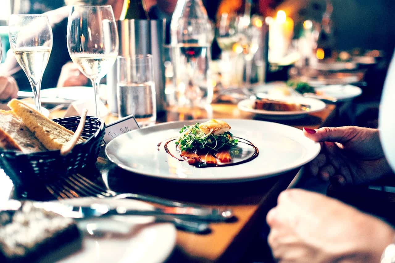 Not Bringing Your Lunch to Work Screws Your Finances in these 4 Ways